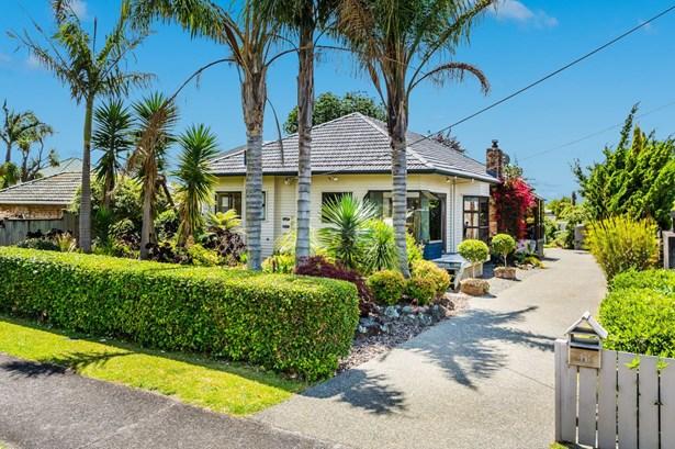 48 Tirimoana Road, Te Atatu South, Auckland - NZL (photo 2)