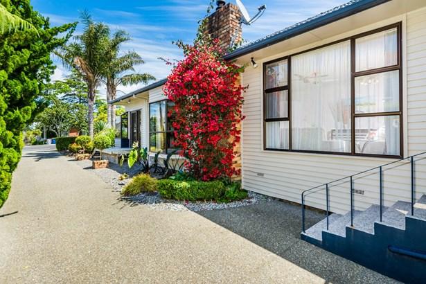 48 Tirimoana Road, Te Atatu South, Auckland - NZL (photo 3)