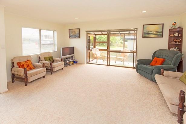 1/12 Halldene Terrace, Red Beach, Auckland - NZL (photo 3)