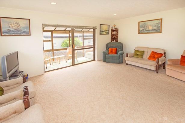1/12 Halldene Terrace, Red Beach, Auckland - NZL (photo 4)