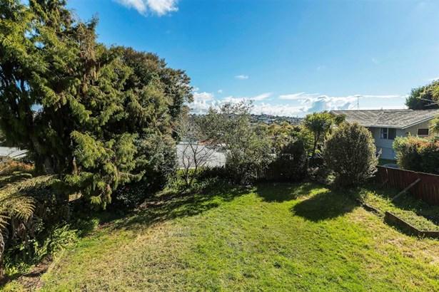 64 Pupuke Road, Hillcrest, Auckland - NZL (photo 3)