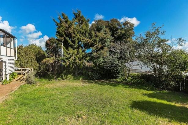 64 Pupuke Road, Hillcrest, Auckland - NZL (photo 4)