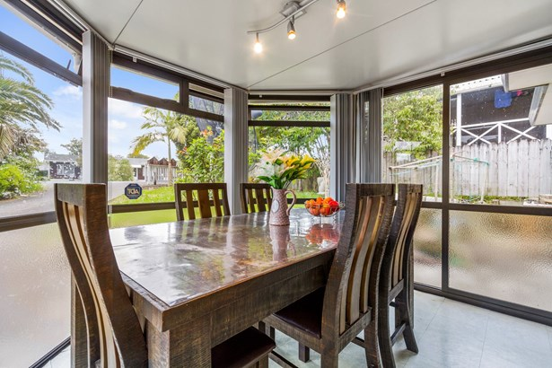 83 White Swan Road, Mt Roskill, Auckland - NZL (photo 5)
