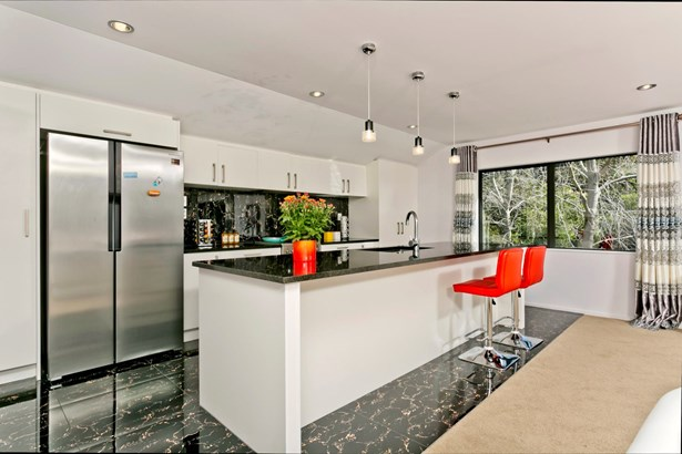 8a Deverell Place, Browns Bay, Auckland - NZL (photo 4)