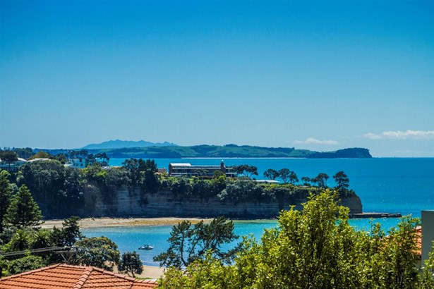 8 Hyde Road, Rothesay Bay, Auckland - NZL (photo 4)