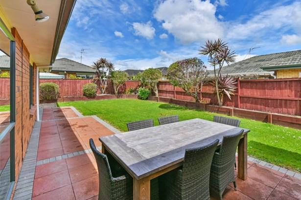 16 Greta Banks Place, Wattle Downs, Auckland - NZL (photo 3)
