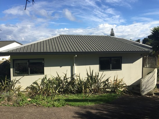 47 Jellicoe Parade, Surfdale, Auckland - NZL (photo 2)