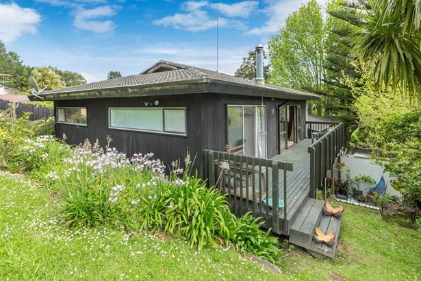 2/18 Ayton Drive, Totara Vale, Auckland - NZL (photo 2)