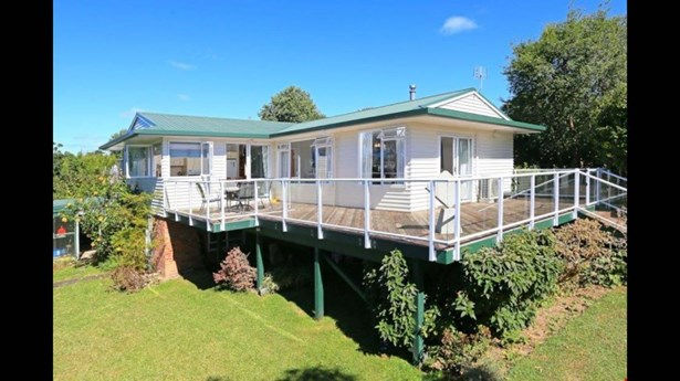 41b Jaemont Avenue, Te Atatu South, Auckland - NZL (photo 2)