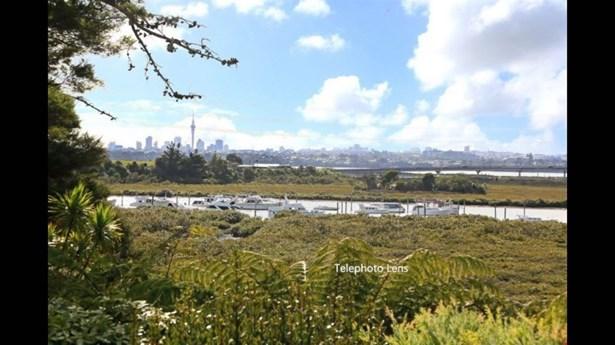 41b Jaemont Avenue, Te Atatu South, Auckland - NZL (photo 3)