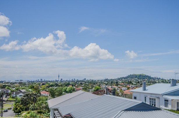 8 Mons Avenue, Mt Roskill, Auckland - NZL (photo 4)