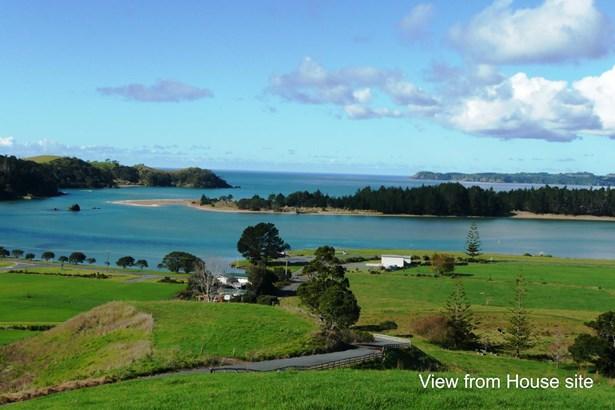 Whananaki North Road, Whananaki, Northland - NZL (photo 2)