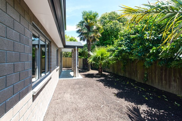 53a Pomaria Road, Henderson, Auckland - NZL (photo 2)