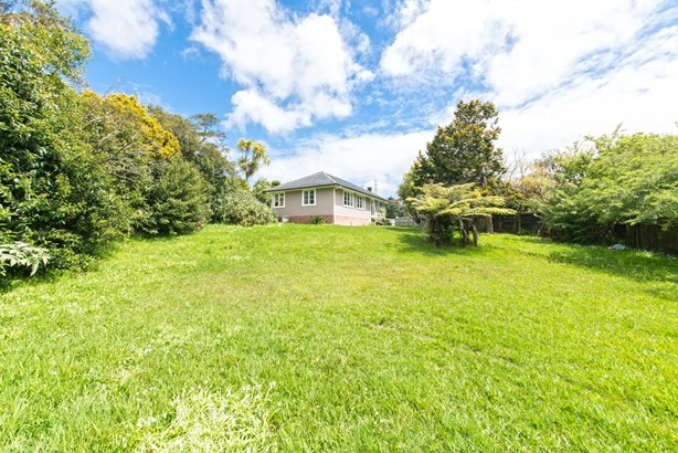 27 Paton Avenue, Te Atatu South, Auckland - NZL (photo 5)
