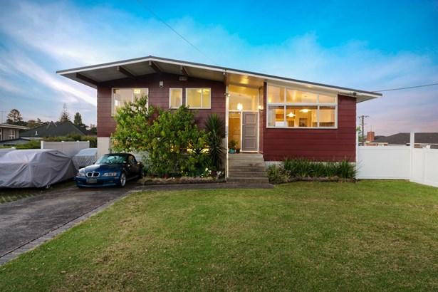 32 Renata Crescent, Te Atatu Peninsula, Auckland - NZL (photo 2)