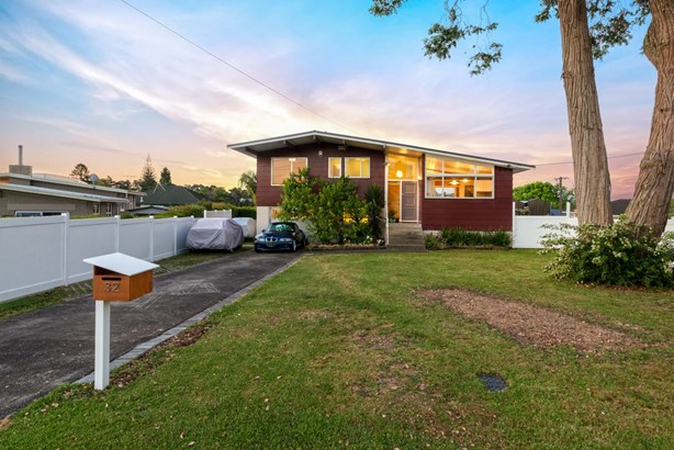 32 Renata Crescent, Te Atatu Peninsula, Auckland - NZL (photo 3)