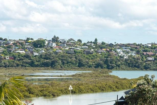 32 Renata Crescent, Te Atatu Peninsula, Auckland - NZL (photo 4)