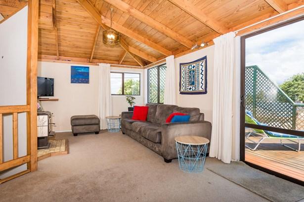 18a Drome View Place, Beach Haven, Auckland - NZL (photo 3)