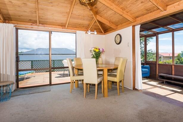 18a Drome View Place, Beach Haven, Auckland - NZL (photo 4)