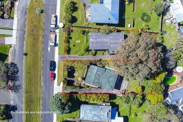 40 & 42 Cyclarama Crescent, Massey, Auckland - NZL (photo 3)