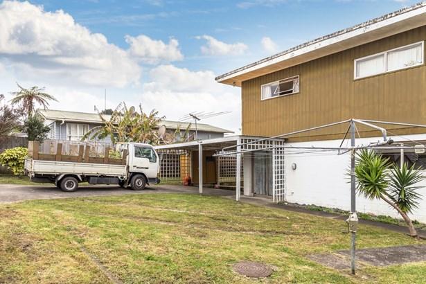 38 Makora Road, Massey, Auckland - NZL (photo 2)
