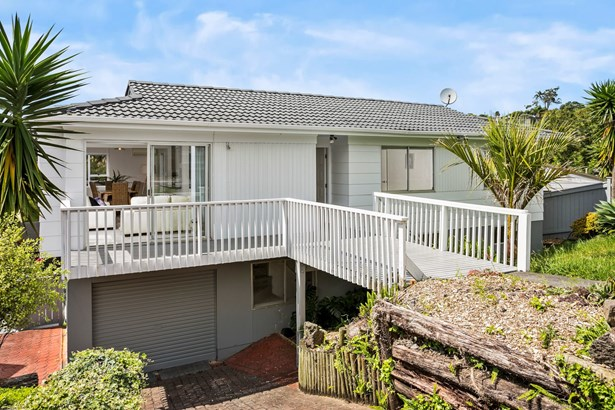 683 Beach Road, Rothesay Bay, Auckland - NZL (photo 2)