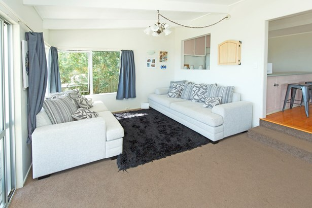 1322 Whangaparaoa Road, Army Bay, Auckland - NZL (photo 4)