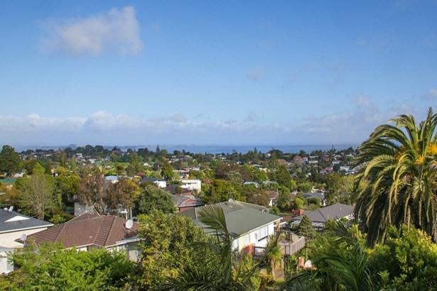 124 Golf Road, New Lynn, Auckland - NZL (photo 5)