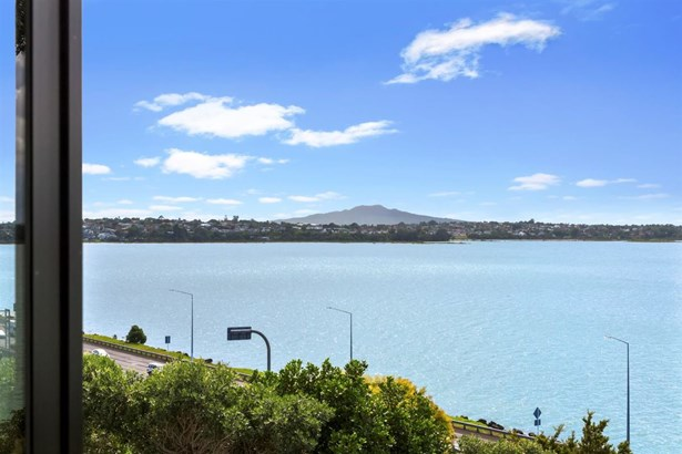 2/69 Sylvan Avenue, Northcote, Auckland - NZL (photo 2)