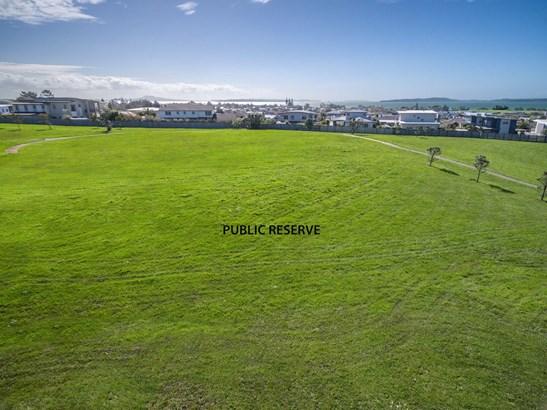 11 Intrepid Crescent, Beachlands, Auckland - NZL (photo 2)