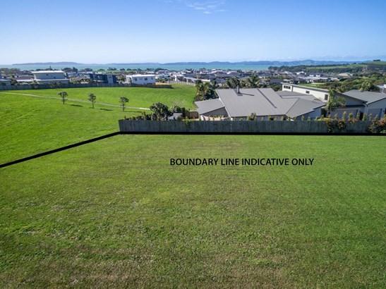 11 Intrepid Crescent, Beachlands, Auckland - NZL (photo 3)