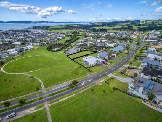11 Intrepid Crescent, Beachlands, Auckland - NZL (photo 5)