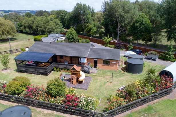 2253 State Hwy 16, Helensville, Auckland - NZL (photo 1)