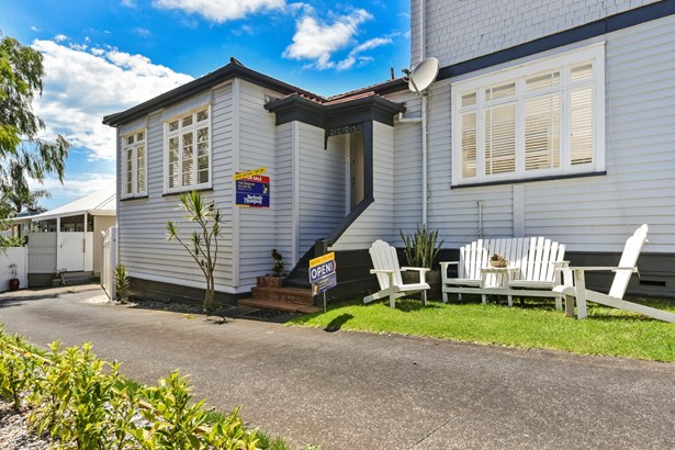 2/12 Church Street, Devonport, Auckland - NZL (photo 2)