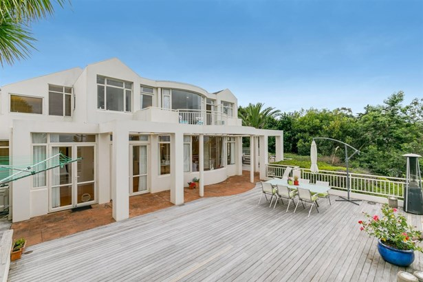 34 King Richard Place, Browns Bay, Auckland - NZL (photo 2)