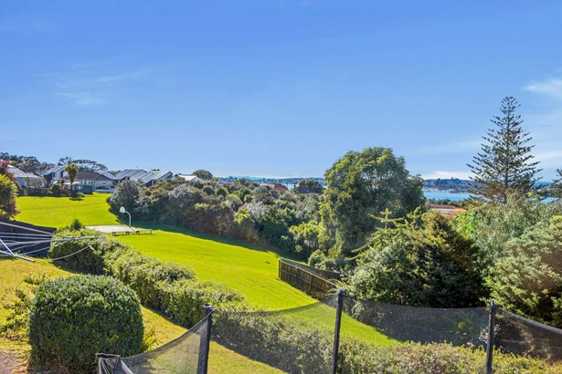 18 Silverton Avenue, Wai O Taiki Bay, Auckland - NZL (photo 2)
