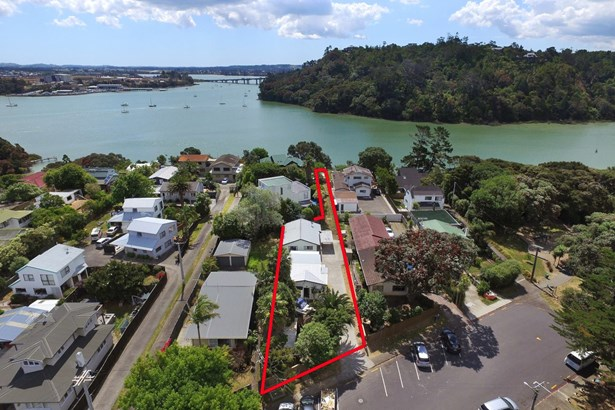 60 Rambler Crescent, Beach Haven, Auckland - NZL (photo 2)