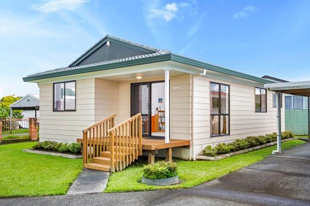 2/217 Waitemata Drive, Ranui, Auckland - NZL (photo 1)
