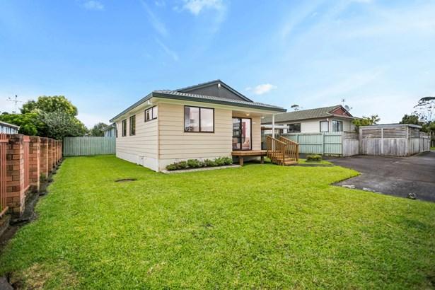 2/217 Waitemata Drive, Ranui, Auckland - NZL (photo 2)