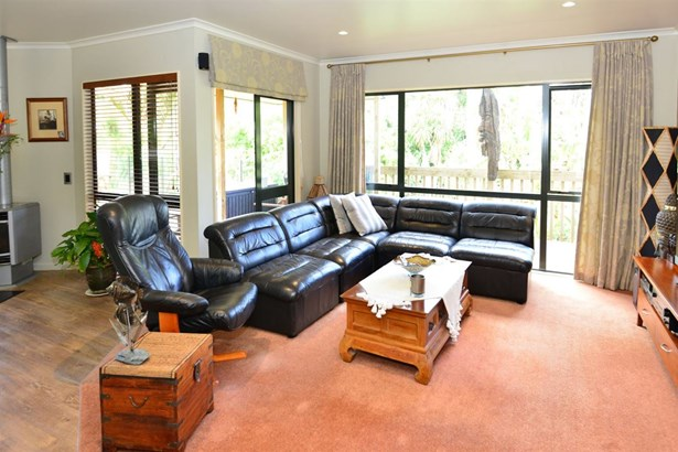 17 Windfall Grove, Greenhithe, Auckland - NZL (photo 4)