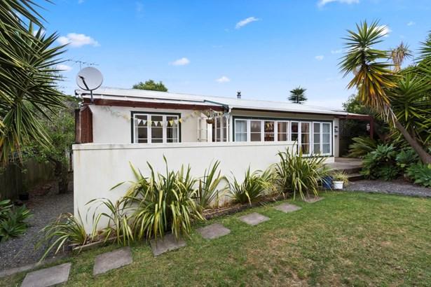 55 Eastglen Road, Glen Eden, Auckland - NZL (photo 2)