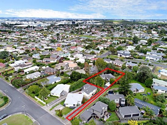 14 Mccracken Road, Mt Wellington, Auckland - NZL (photo 2)
