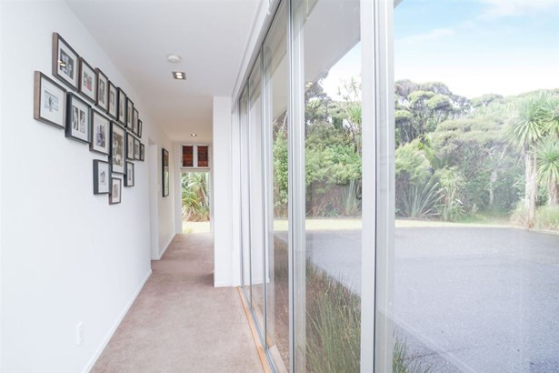 124a Seaview Road, Piha, Auckland - NZL (photo 5)