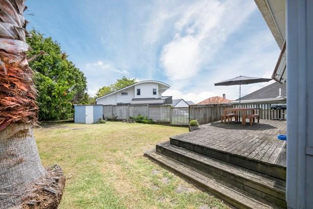 48 Tahapa Crescent, Meadowbank, Auckland - NZL (photo 4)