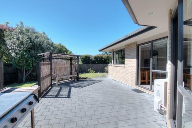 4 Fern Place, Beachlands, Auckland - NZL (photo 2)