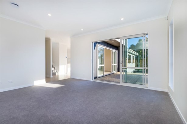 16 Newport Place, Forrest Hill, Auckland - NZL (photo 5)