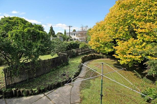 20 School Road, Te Atatu South, Auckland - NZL (photo 4)