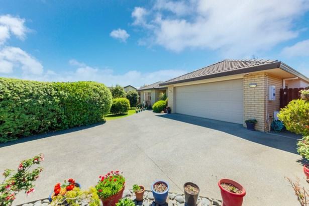 16 Corrofin Drive, Dannemora, Auckland - NZL (photo 2)
