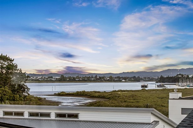 2 Carder Holland Way, Hobsonville, Auckland - NZL (photo 2)