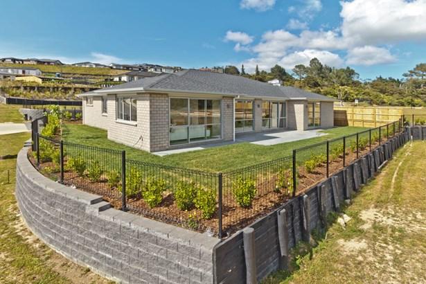 2 Pheasant Close, Stanmore Bay, Auckland - NZL (photo 3)